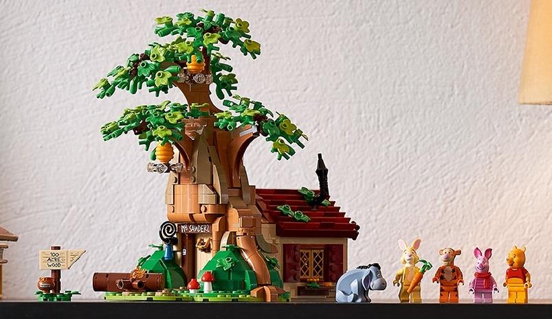 Le nouveau set Lego Ideas Winnie l'ourson invite les fans de Winnie l'ourson à céder à l'appel de la nostalgie et à retourner dans la Forêt des Rêves bleus.